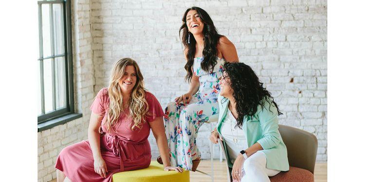 Level-Up-Kentucky-Women-Leadership-Entrepreneurs-Smiling-Team-Photo-2